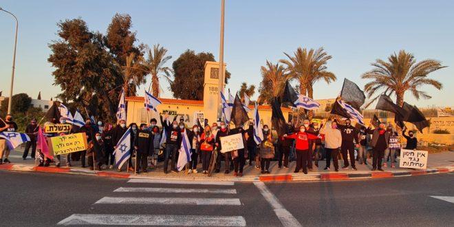 אמיר השכל בהפגנה בגדרה