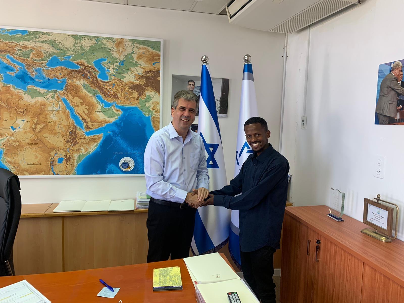 שר המודיעין אלי כהן בפגישה עם חבר מועצת גדרה אסף דרבה