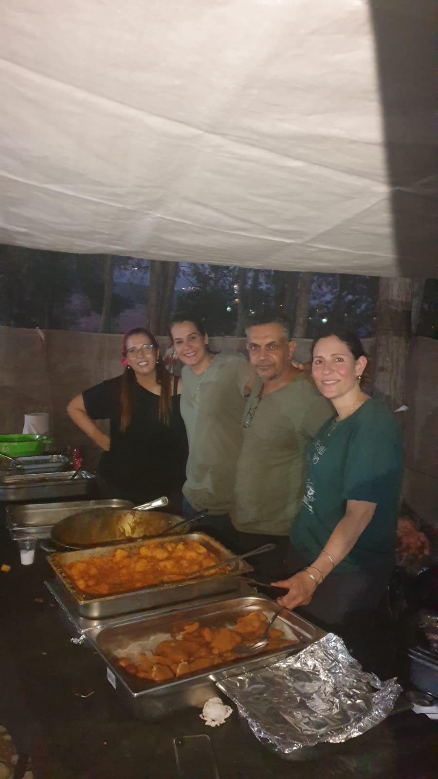 הוריםם מבשלים במחנק צופים